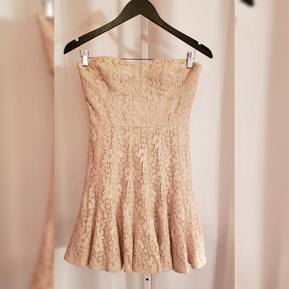 BCBGMaxAzria Dresses & Skirts - BCBG Maxazria Cream lace mini dress sz 2